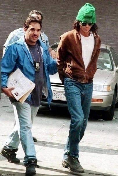 Apeст Джонни Деппа в 1994 году, когда он разгромил номер в гостинице, пытаясь убить таракана.